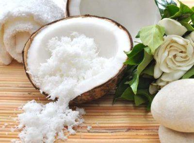 Разберемся, как нанести кокосовое масло на волосы?