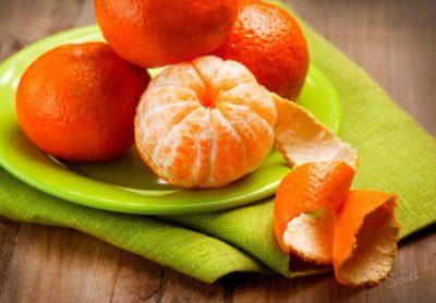 Мандарины на тарелке - сырье для эфирного масла мандарина